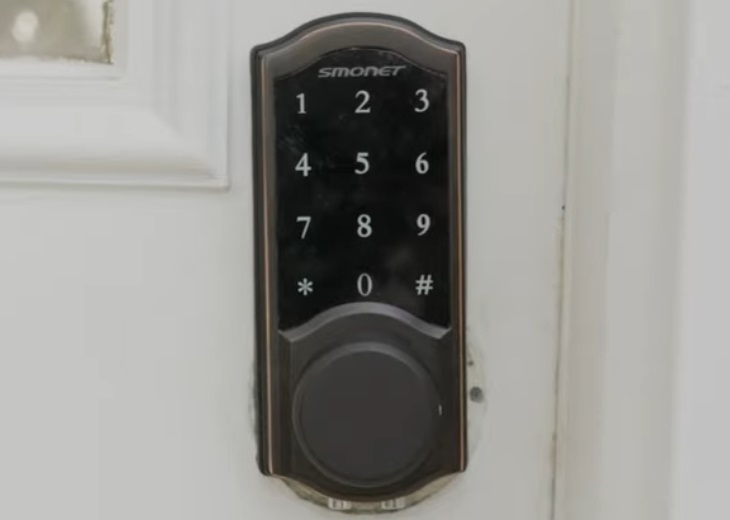 How to Lock and Unlock a Smonet Smart Lock